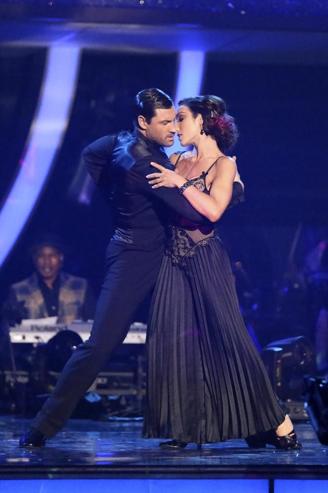 max dwts dating 2014 Are jennifer lopez & maksim chmerkovskiy dating rumors are swirling that jennifer lopez is dating dancing with the stars' pro dancer maksim chmerkovskiy.